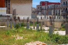 Estas obras al fondo del hospital Ameijeiras llevan años en ejecución (foto del autor)
