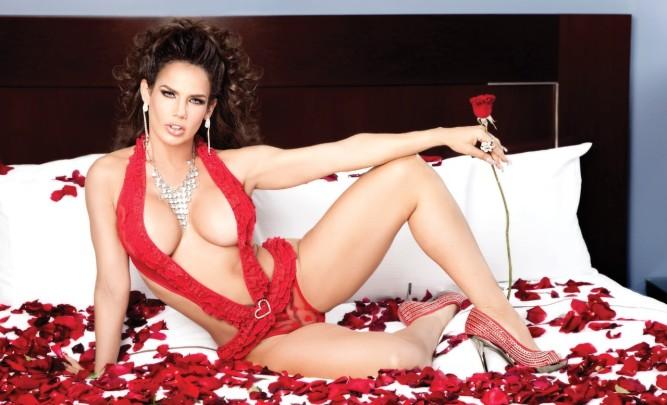 Nacida en La Habana en 1967, es una conocida vedette, bailarina, cantante, conductora y actriz, que se estableció en Yucatán, México, donde ha desarrollado su carrera.
