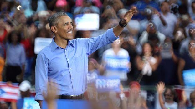 Barack Obama en uno de los últimos mítines de apoyo a Hillary Clinton. (EFE/EPA/CRISTOBAL HERRERA)