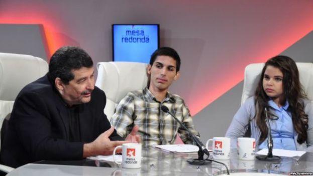 """El bloguero Iroel Sánchez (izquierda) es una de las figuras más visibles de los extremistas que acusan a la disidencia socialista de """"estar trabajando para el imperialismo y la restauración capitalista"""". (Captura)"""